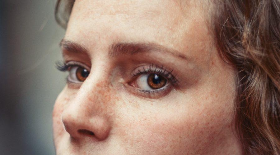 Młodość wypisana na twarzy – PLEXR